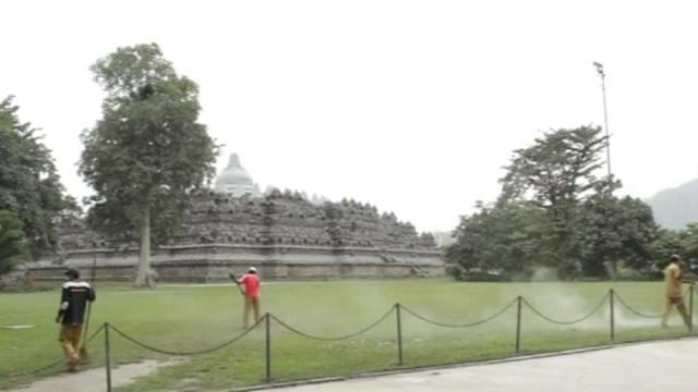 World heritage temple in Indonesia closes due to volcanic ash