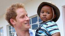 12 momentos em que o Príncipe Harry mostrou que será um ótimo pai