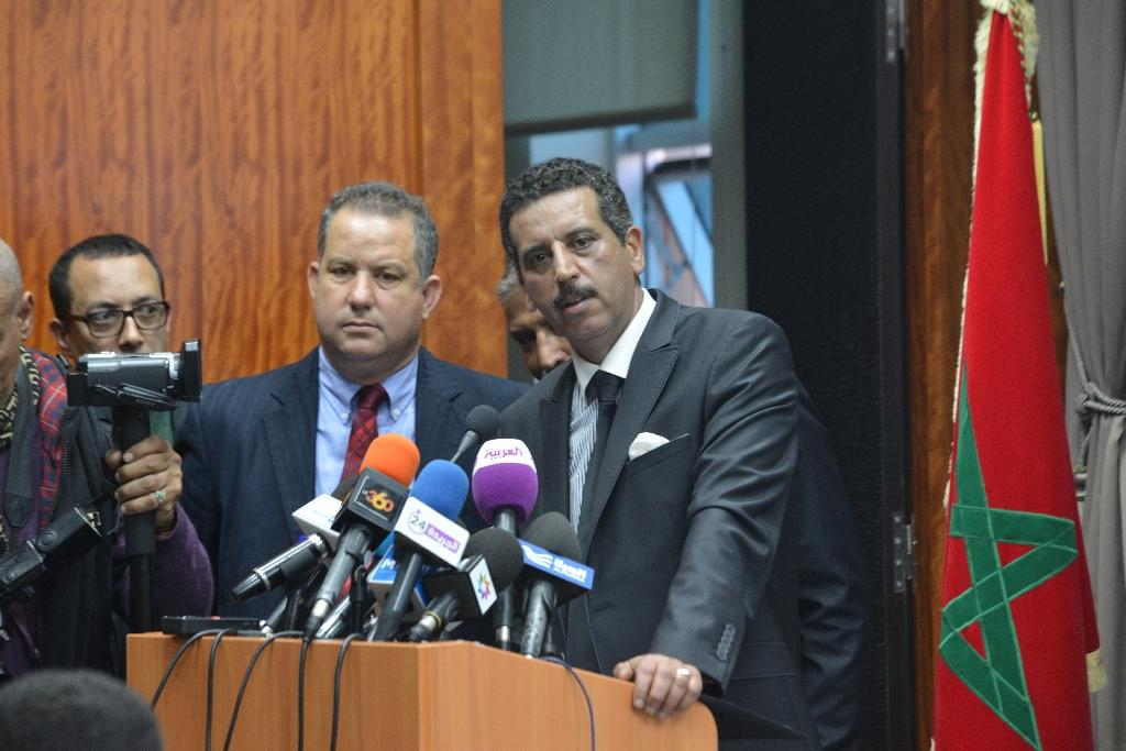 The head of Morocco's newly-formed Central Bureau of Judicial Investigations, Abdelhak Khiame (R), gives a press conference on March 23, 2015 in Rabat (AFP Photo/)