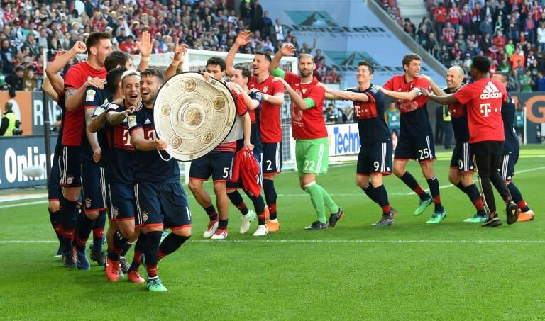 Resultado de imagem para Bayern comemora título da bundesliga contra augsburg