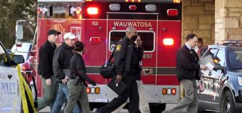 Wisconsin police arrest 15-year-old in mall shooting
