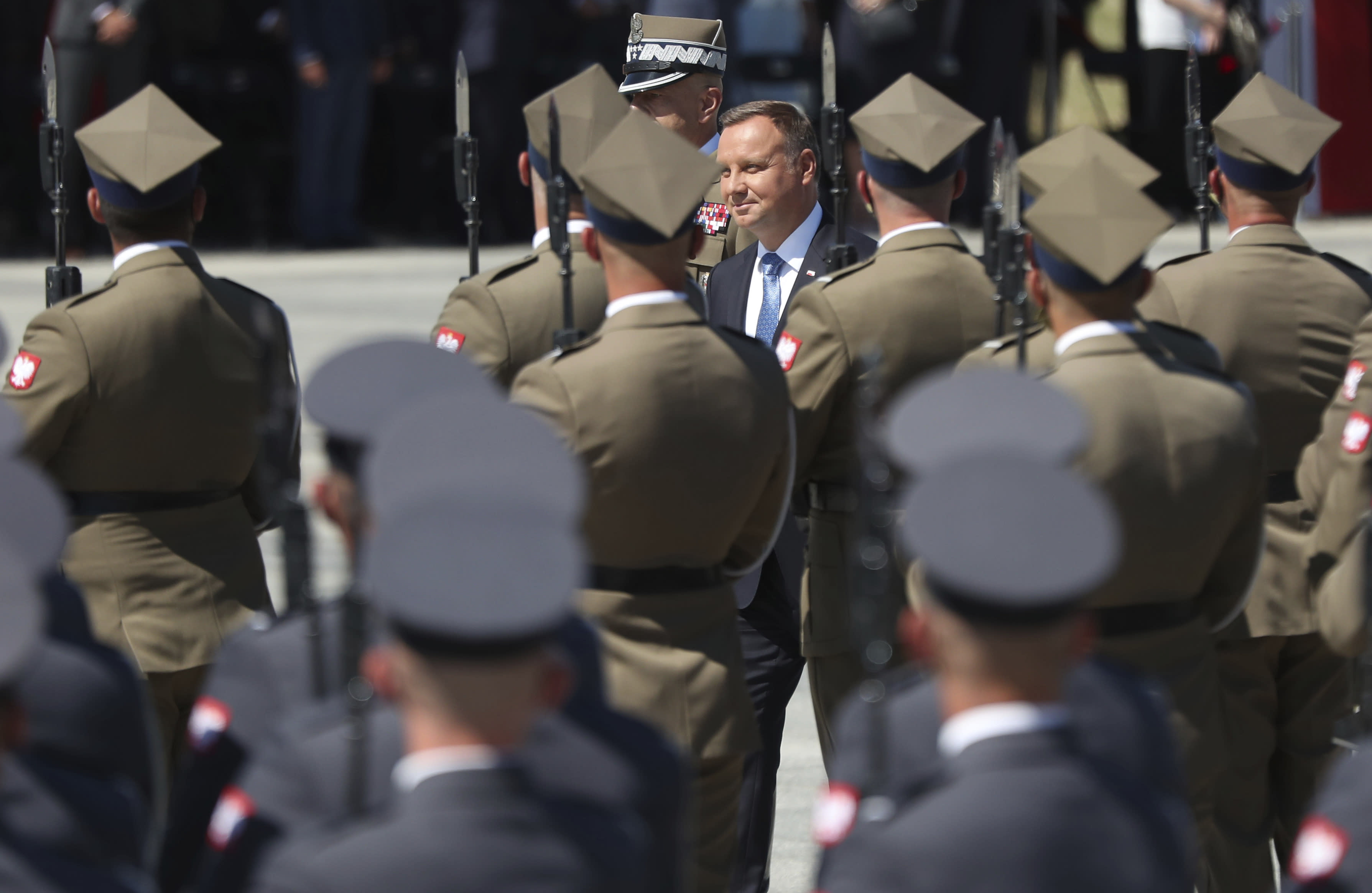Pompeo inks deal to support more US troops in Poland