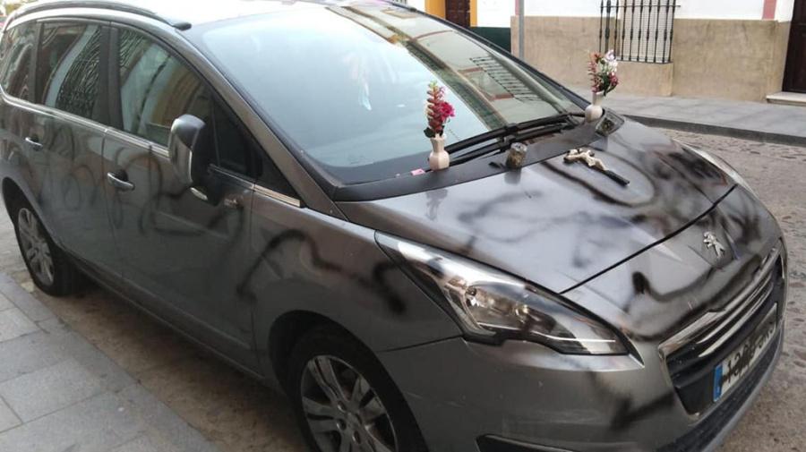Cuando alguien convierte tu coche en un coche... fúnebre.