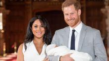 Príncipe Harry e Meghan apresentam herdeiro ao público; veja