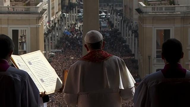 Pope Francis urges peace at first Easter mass