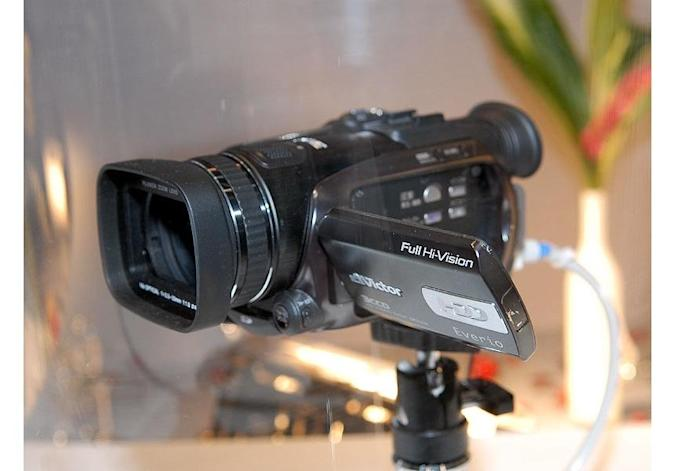 JVC's 3CCD Everio HD camcorder loosed at CEATEC