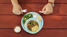 Fazer as refeições sozinho pode te fazer infeliz, afirma estudo