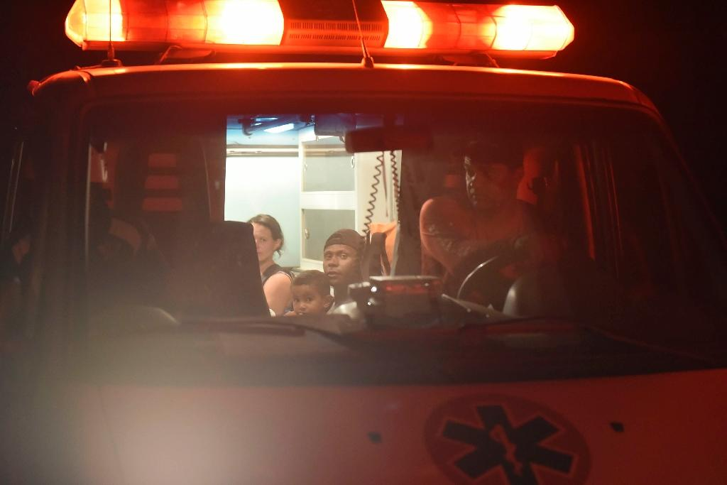 Survivors wait in an ambulance after a dam burst in the village of Bento Rodrigues on November 5, 2015 (AFP Photo/Douglas Magno)
