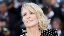 """People : Robin Wright, 54 ans, """"in love"""" d'un jeune Français"""