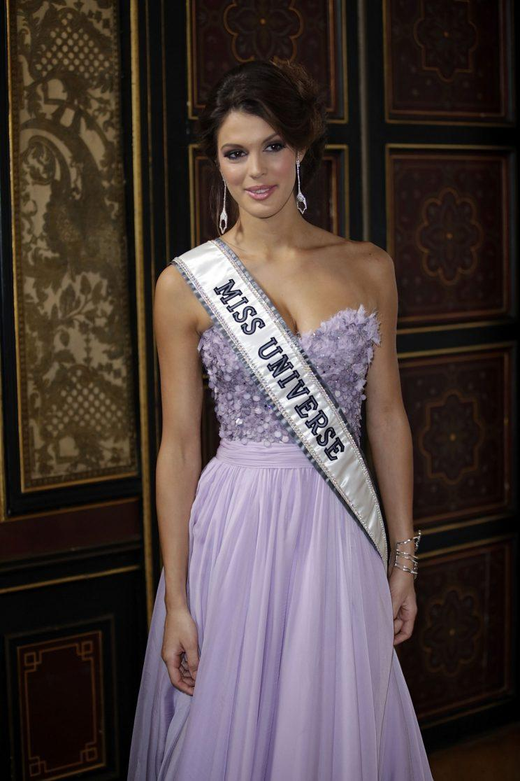 les miss france en tenue de gala pour la bonne cause. Black Bedroom Furniture Sets. Home Design Ideas