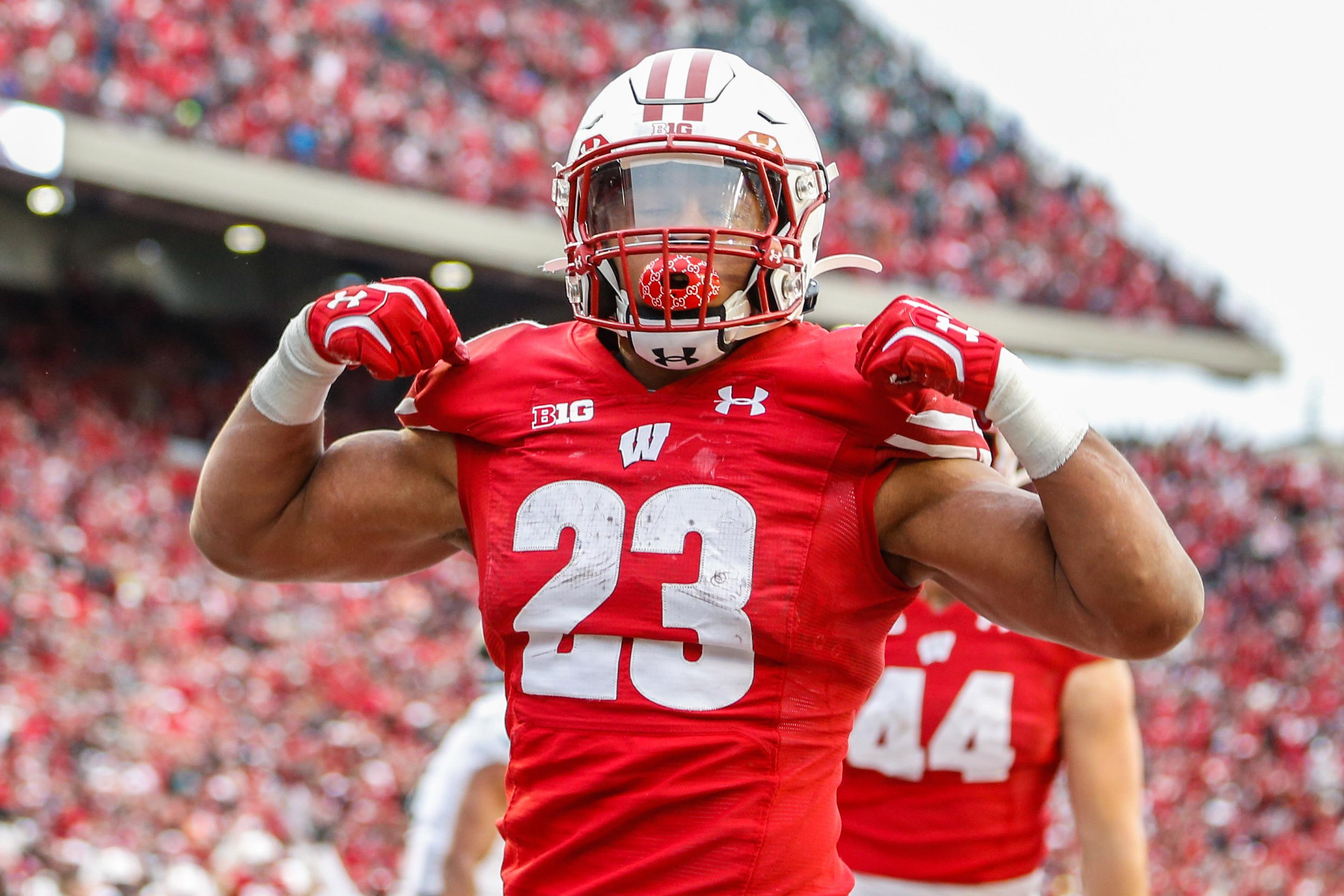 Wisconsin RB Jonathan Taylor reaches 5,000 career yards