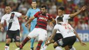 Flamengo e Vasco empatam em jogo de quatro expulsões