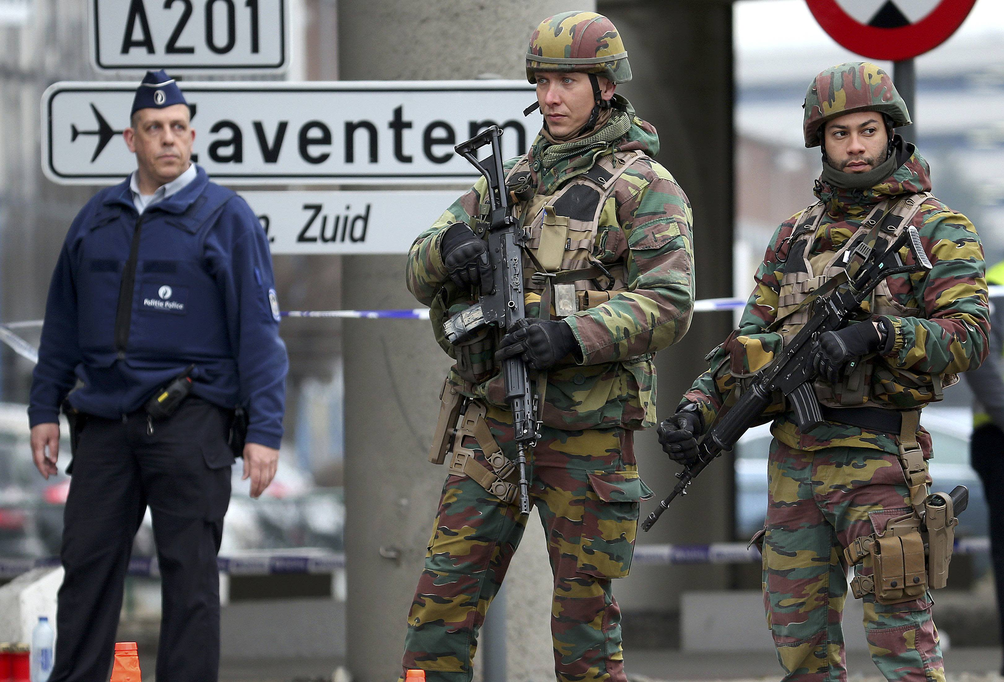 Belgian troops and police control a road leading to Zaventem airport following Tuesday's airport bombings in Brussels, Belgium, March 24, 2016. REUTERS/Charles Platiau