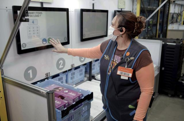 Walmart will use robots to turn stores into automated fulfillment centers