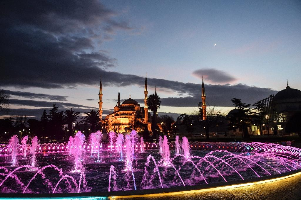 A general view of the Blue Mosque in Istanbul's tourist hub of Sultanahmet (AFP Photo/Bulent Kilic)