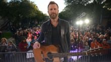 Country music superstar Dierks Bentley wakes up lucky Texas neighborhood with block party