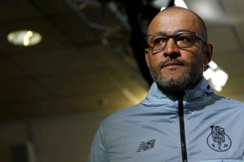 Demitido pelo Porto, técnico assume time da Segunda Divisão inglesa