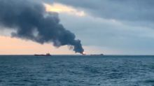 Vingt morts dans l'incendie de deux navires en mer Noire