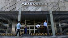 CORREÇÃO-Petrobras eleva em 2,5 % preço médio da gasolina nas refinarias partir de quinta-feira