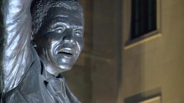 Crowds gather outside Mandela statue in D.C. to pay tribute