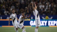 Zlatan's epic hat trick lifts Galaxy past LAFC in one-way Tráfico