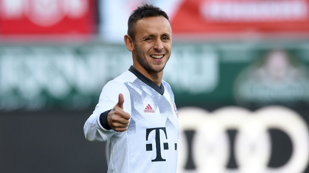 VIDEO: Chip shot! Fan's snack sent flying after Bayern star Rafinha boots ball into stands