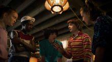 Elenco de 'Stranger Things' faz pegadinha hilária com fãs em museu de cera