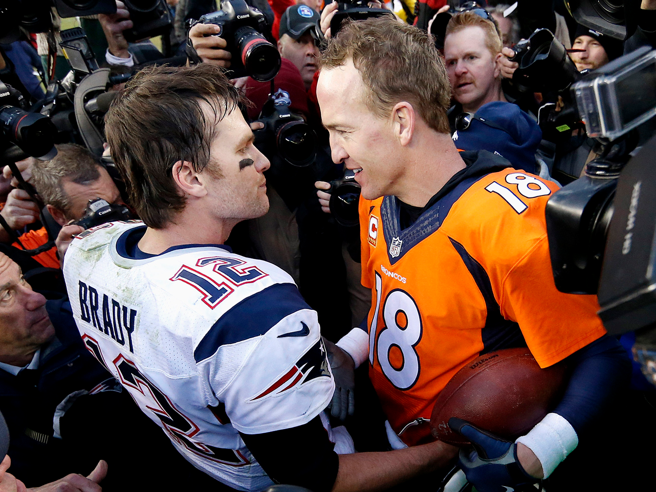 peyton manning vs tom brady essay The tom brady vs peyton manning debate has dominated the interwebs now for at least a decade the debate will continue for decades to come after the careers of these two all-time greats are over.