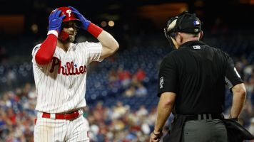 Harper ejected as Phillies' playoff hopes fade