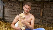 Calendário fotografa agricultores reais de forma divertida para ajudá-los a encontrar um amor
