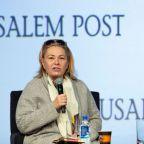Roseanne Barr slams U.S. Rep. Alexandria Ocasio-Cortez for her politics and her looks