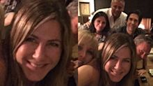 Jennifer Aniston cria Instagram e posta selfie com elenco de 'Friends'