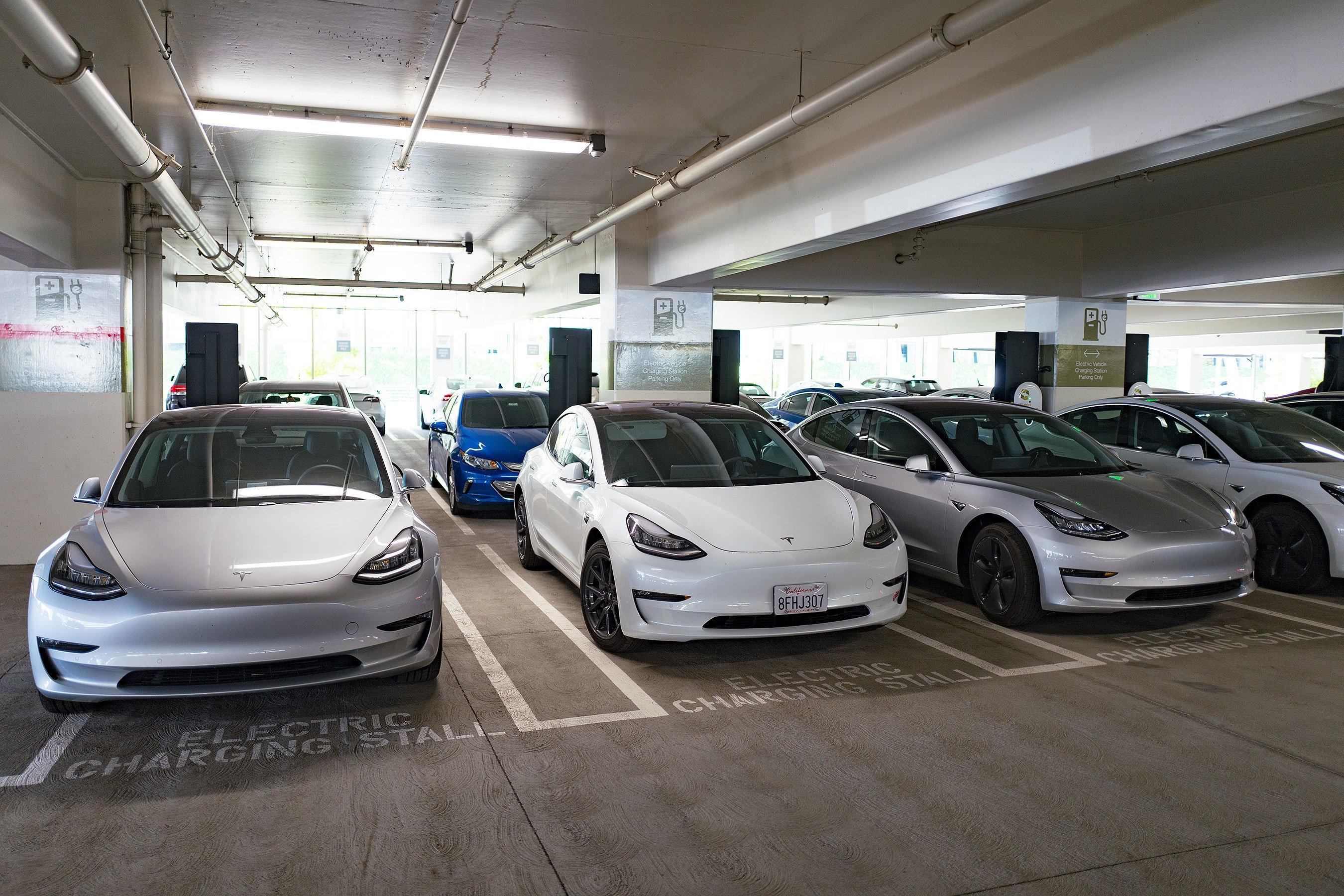 Tesla Owners Can Now 'Summon' Their Cars to Self-Drive to ...