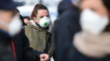Masques: François Bayrou et Valérie Pécresse fustigent le rôle de l'Etat