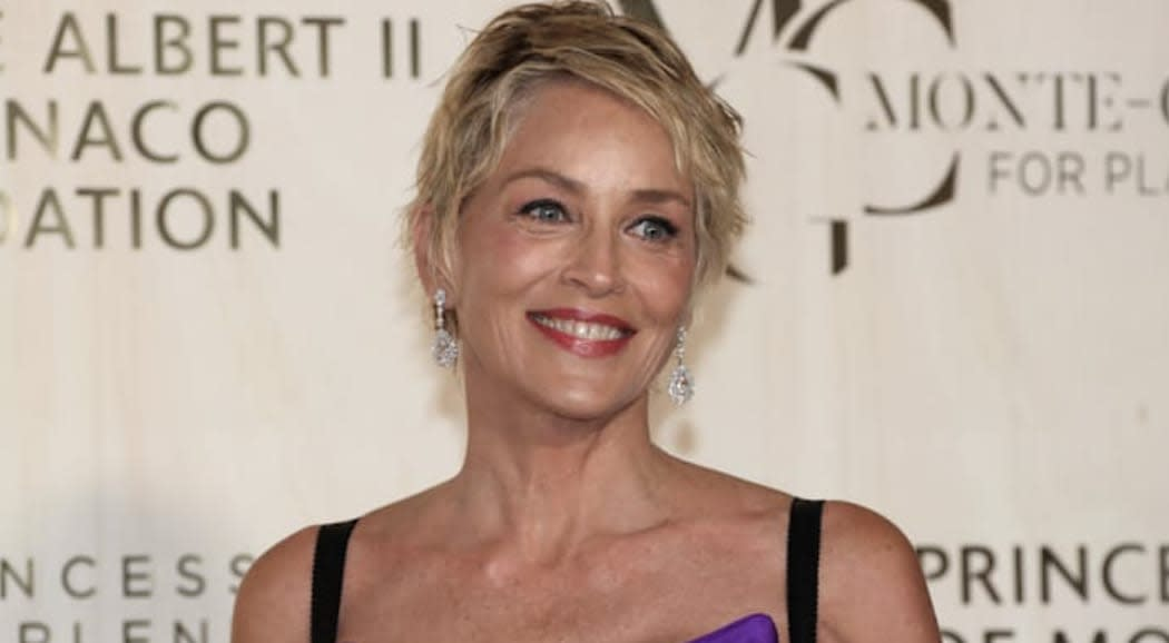 Sharon Stone aparece en Mónaco vestida de princesa