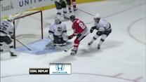 Marian Hossa scores shorthanded on Scrivens