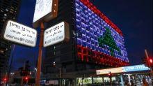 Libanesische Flagge nach Explosion in Beirut auf Rathaus in Tel Aviv projiziert