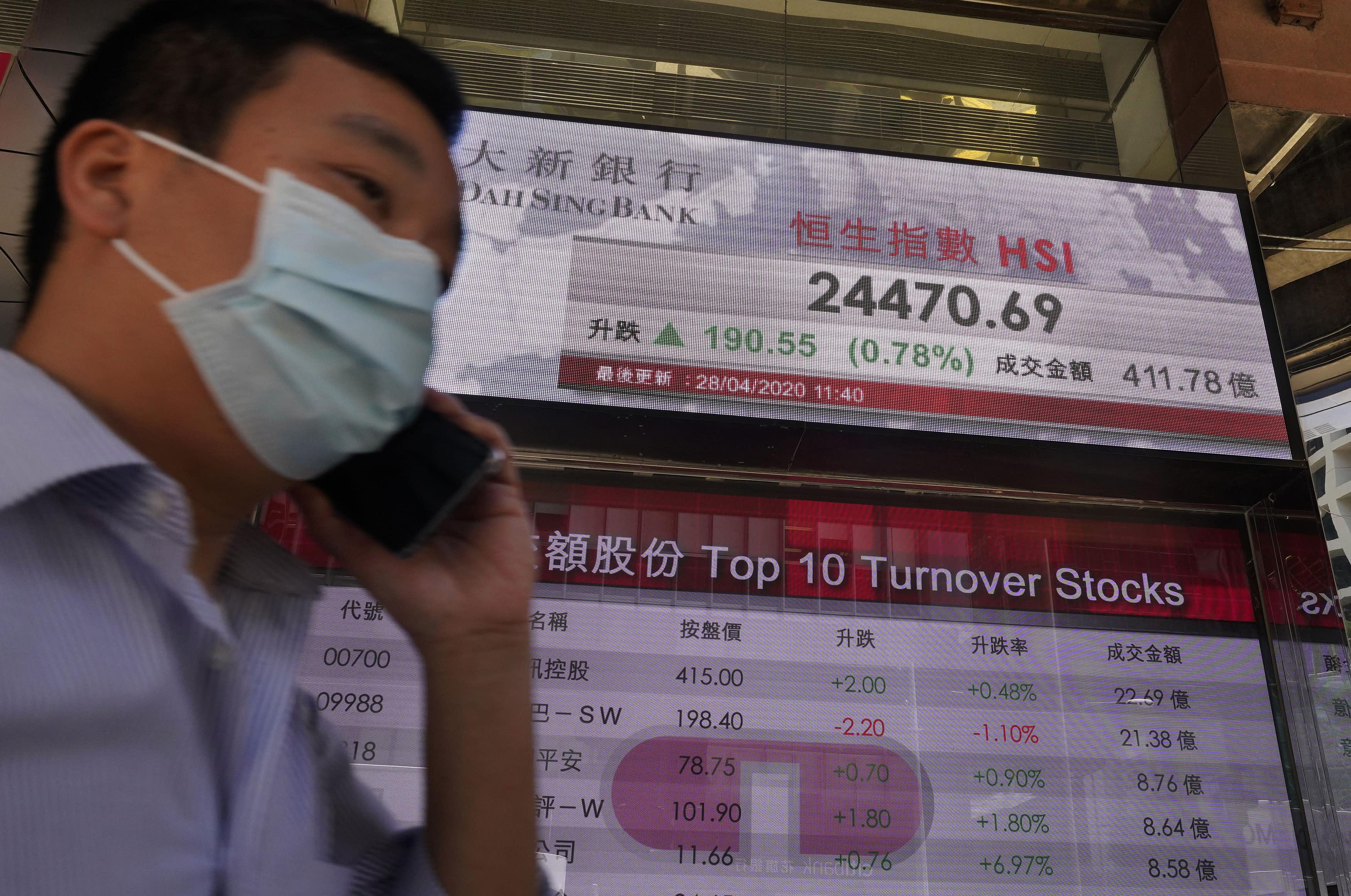 US stocks flatten Tuesday as tech stocks tumble