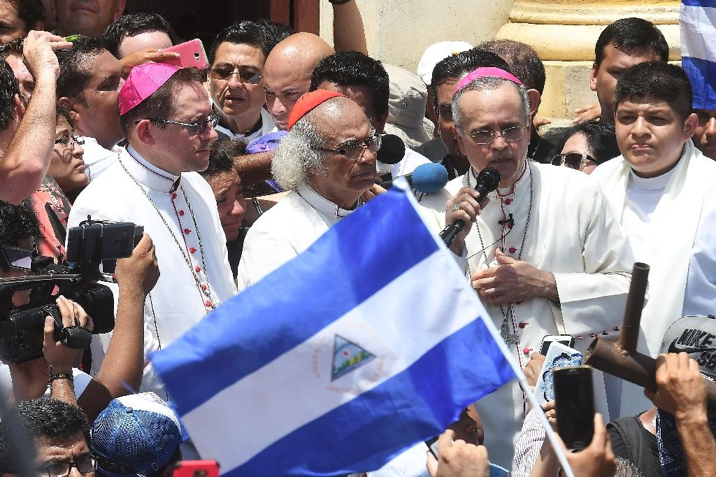 A group of bishops led by Cardinal Leopoldo Brenes (C) came to the Nicaraguan city of Masaya to show support for the locals, who say they are the target of pro-Ortega forces (AFP Photo/MARVIN RECINOS)