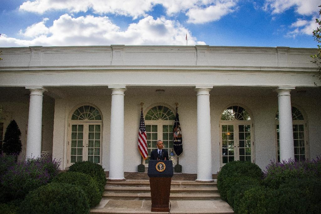 US President Barack Obama speaks about the Paris Climate Agreement from the Rose Garden of the White House in Washington, DC, October 5, 2016 (AFP Photo/JIM WATSON)