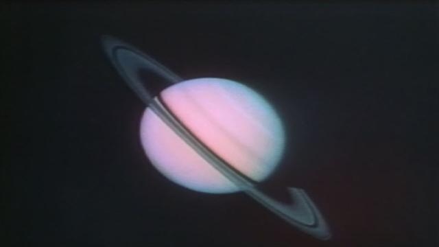 1980: Voyager 1 reveals Saturn's complex of rings