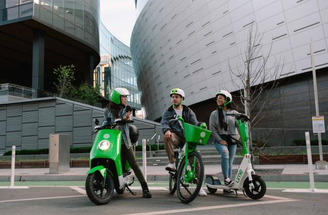 Lime begins trialing shared electric mopeds