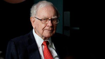 How much Warren Buffett has made from Apple