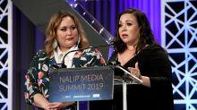 Las creadoras de dos grandes series latinas retan a las redes a abrazarse y contribuir a una buena causa
