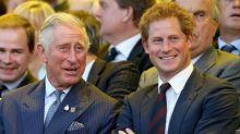 Prinz Harry erzählt, dass er in der Schule gehänselt wurde – aufgrund einer Angewohnheit, die er von Prinz Charles hat