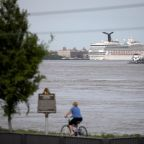 CDC eases warning for cruises, recommends only fully vaccinated travel