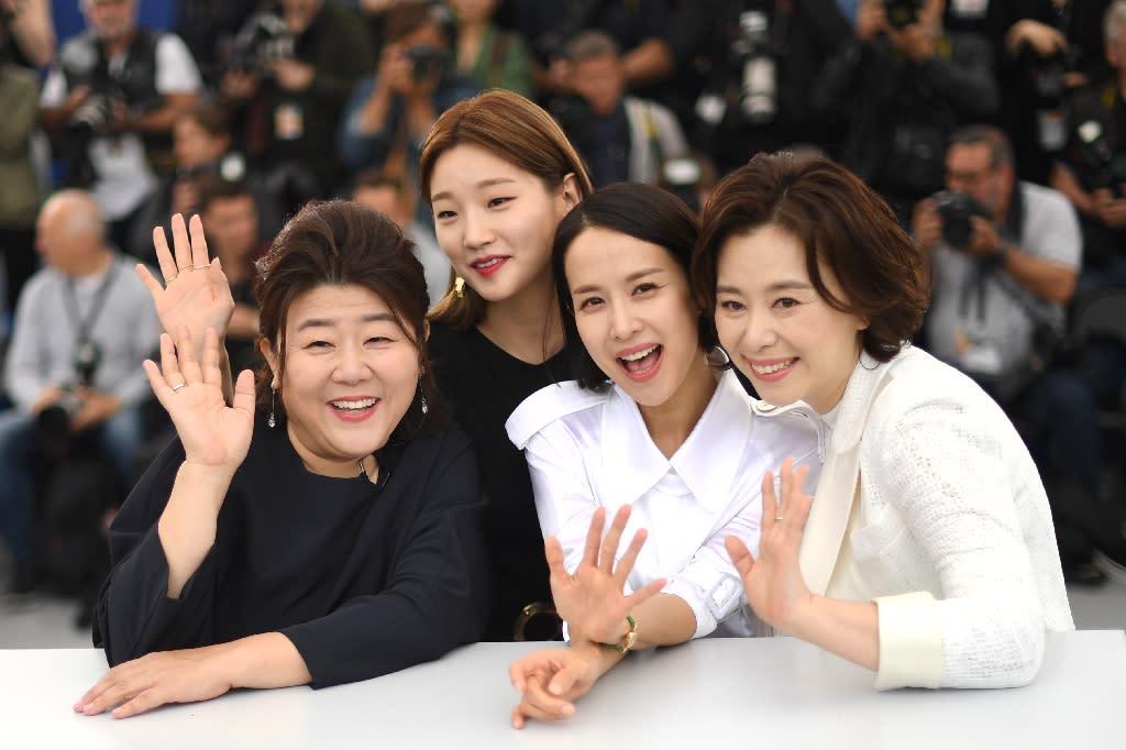 Parasite Masuk Nominasi Golden Globe Awards  Lee Jung Eun dan Jo Yeo Jung Bakal Terbang ke Los Angeles - Indahhikma parasite,masuk,nominasi,golden,globe,awards,jung,jung,bakal,terbang,angeles