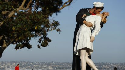 Kissing sailor statue vandalized after vet's death