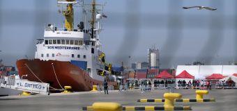 Spain welcomes hundreds of spurned refugees