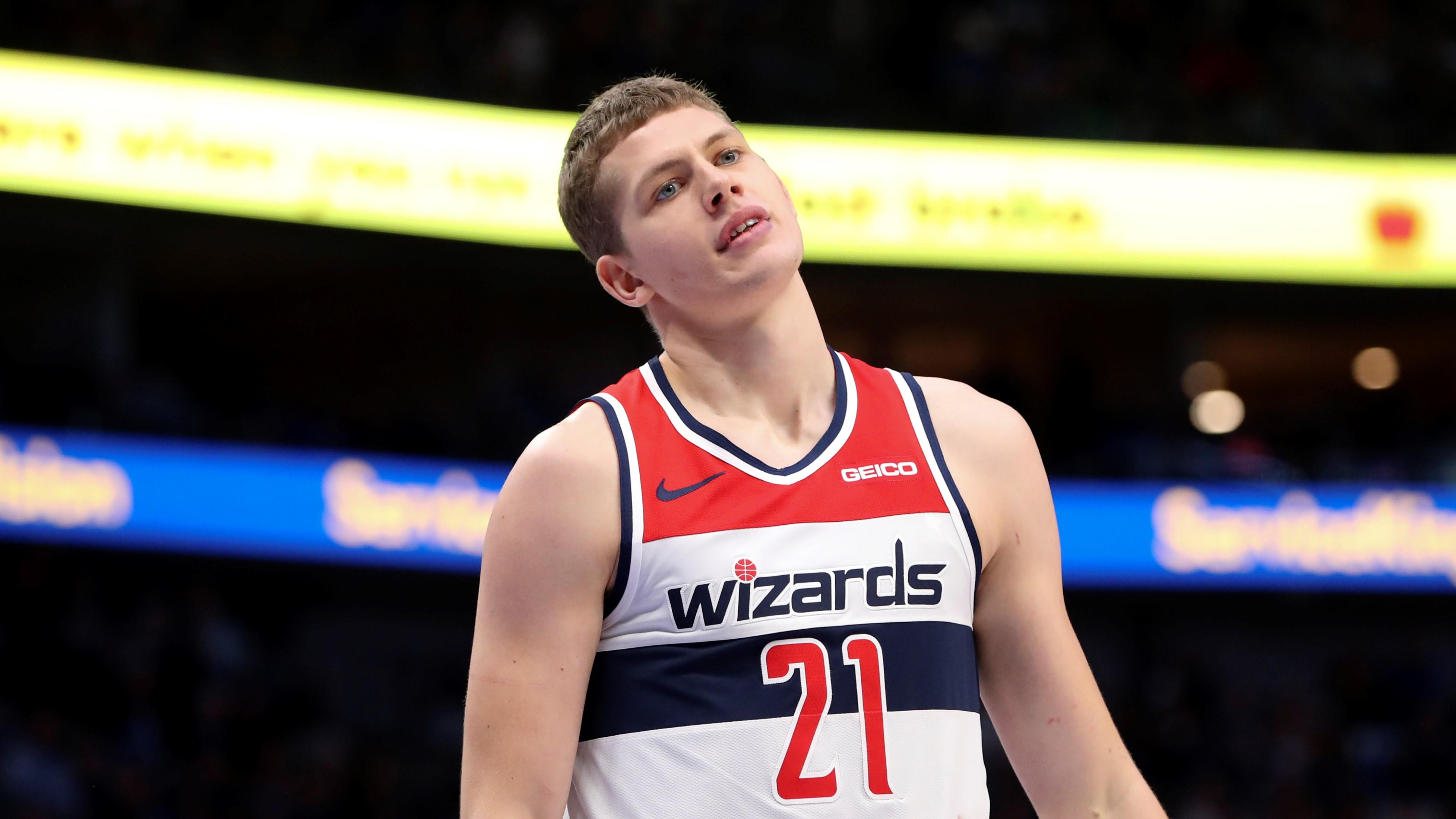 Scott Brooks point to Moe Wagner's charge-taking prowess as a way the Wizards could improve defense - Yahoo Sports